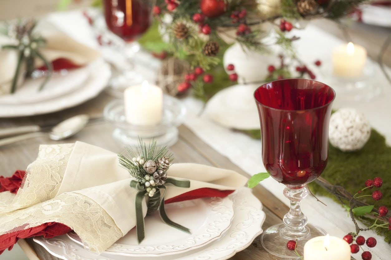 Tavola Per Natale Foto tavola di natale 2019: idee per apparecchiarla, colori e