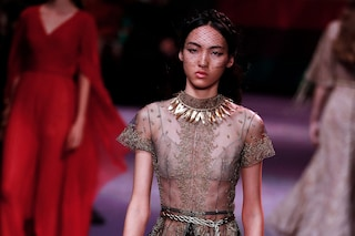 Dior, a Parigi l'Alta Moda diventa femminista: E se le donne a governassero il mondo?