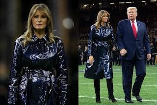 Melania Trump, il cappotto da quasi 2mila euro confonde il web: è blu o nero?
