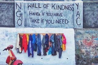Muro della gentilezza, com'è nato il progetto di solidarietà per aiutare i bisognosi
