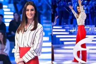 Silvia Toffanin in pantaloni a Verissimo: abbina il rosso fuoco alle righe