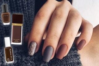 Smalto marrone: le unghie dell'inverno 2020 sono color cioccolato