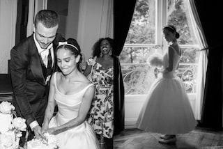 Zoë Kravitz rivela l'abito da sposa a 5 mesi dalle nozze: cerchietto al posto del velo e ballerine