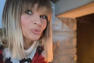 Alessandra Amoroso cambia look, passa ai capelli bicolor con le punte biondissime