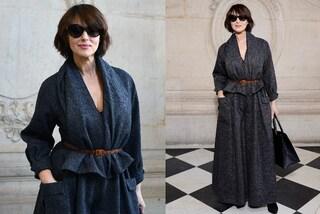 Monica Bellucci bellissima a Parigi, dopo il no a Sanremo si consola alle sfilate