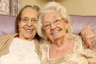 Amiche da 78 anni, si trasferiscono nella stessa casa di cura: il loro legame supera ogni limite