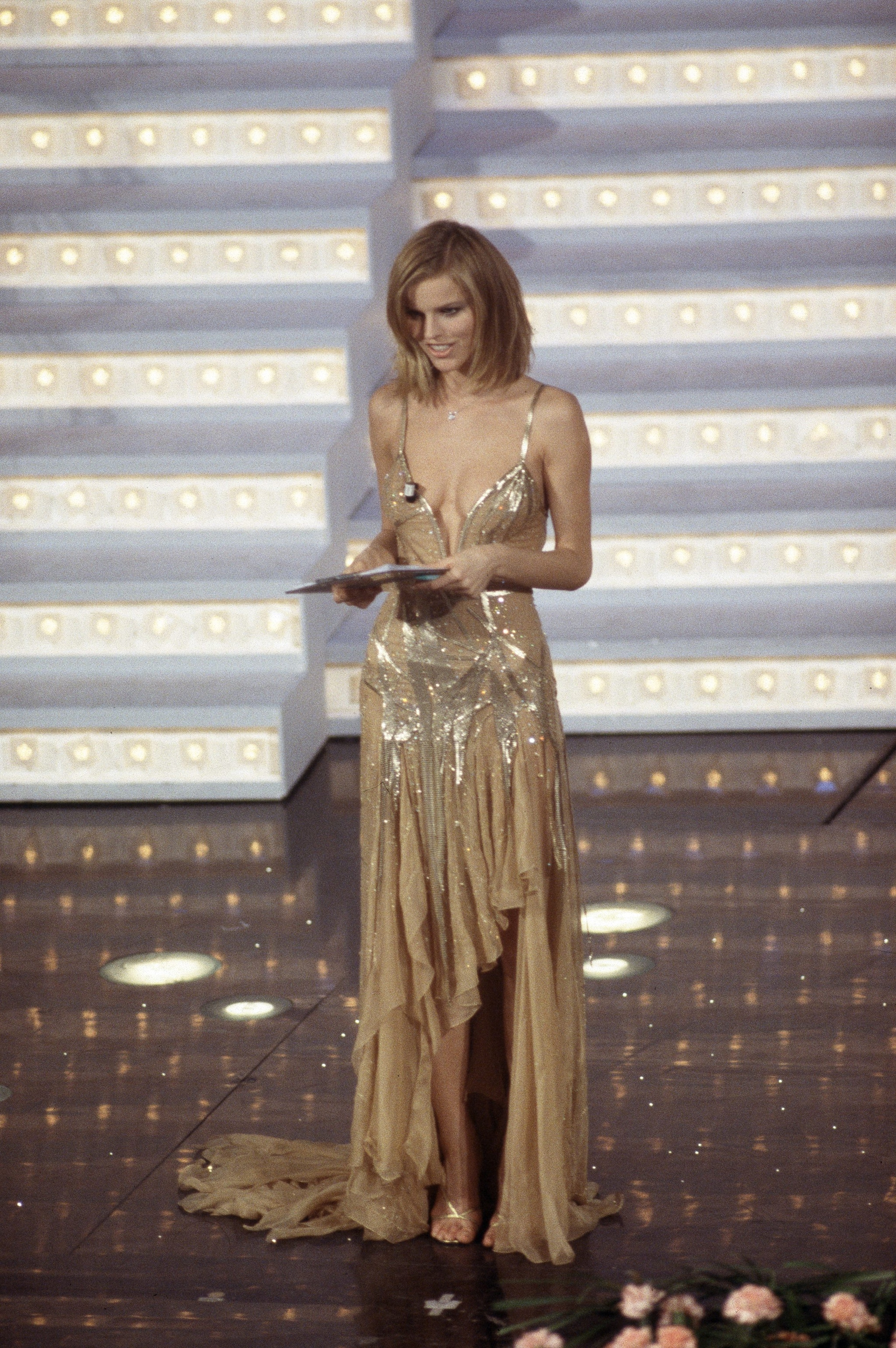 Eva Herzigova con abito Versace a Sanremo 1998