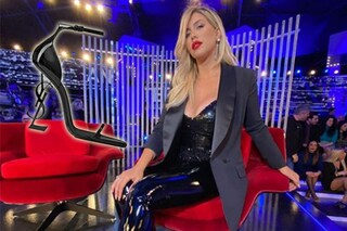 GF Vip 2020, puntata 7: Wanda Nara indossa pantaloni bondage e sandali da 1000 euro