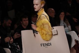 Rivoluzione da Fendi: donne vere in passerella e affascinanti volumi alla Milano Fashion Week