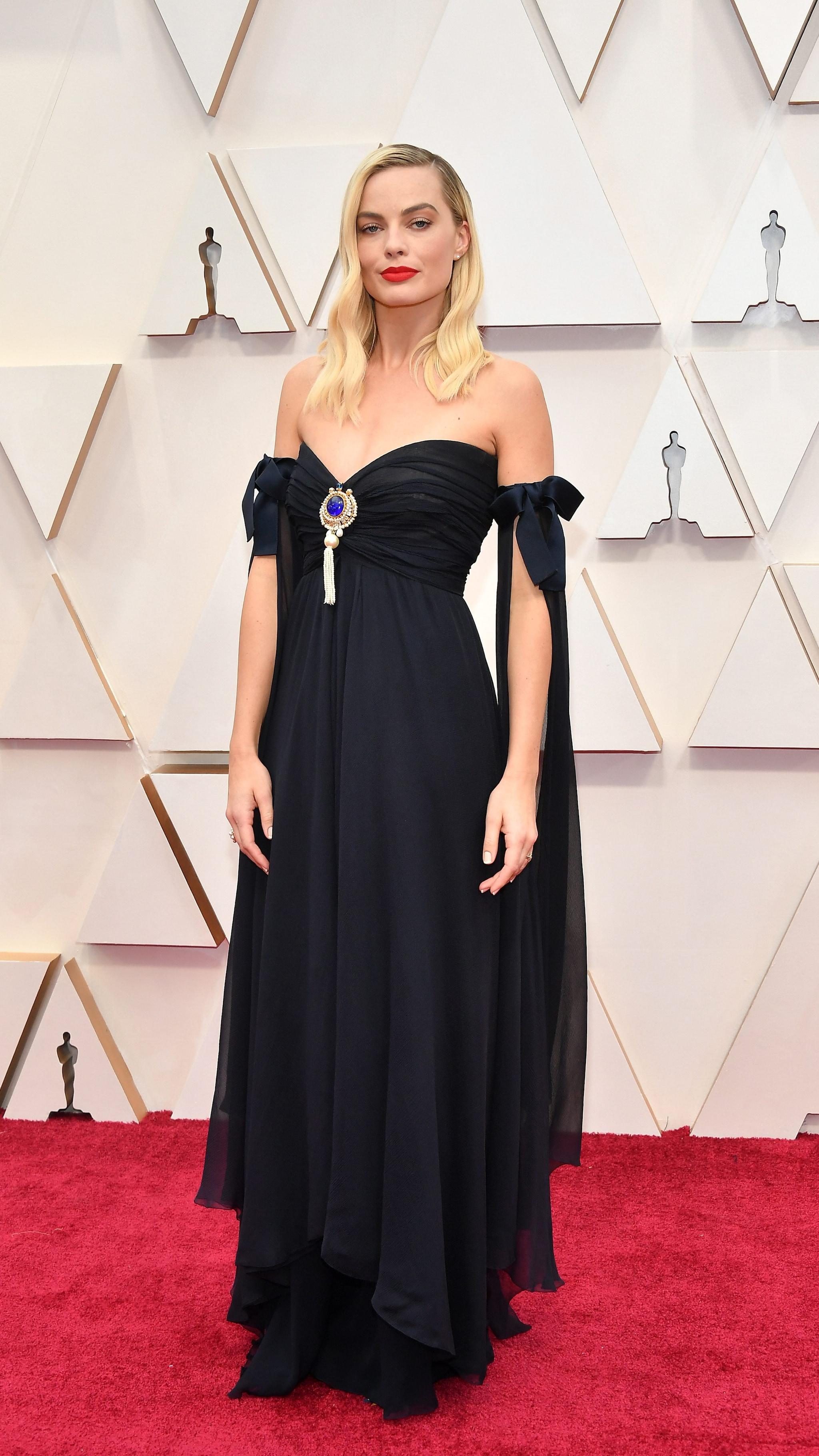 Margot Robbie sul red carpet degli Oscar 2020 con una abito vintage di Chanel