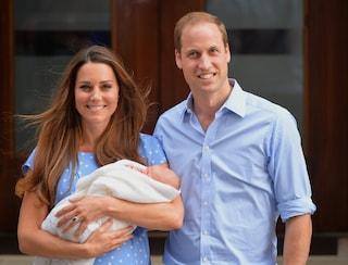 """Kate Middleton, i disagi di una mamma reale: """"Posare con George dopo il parto è stato terrificante"""""""