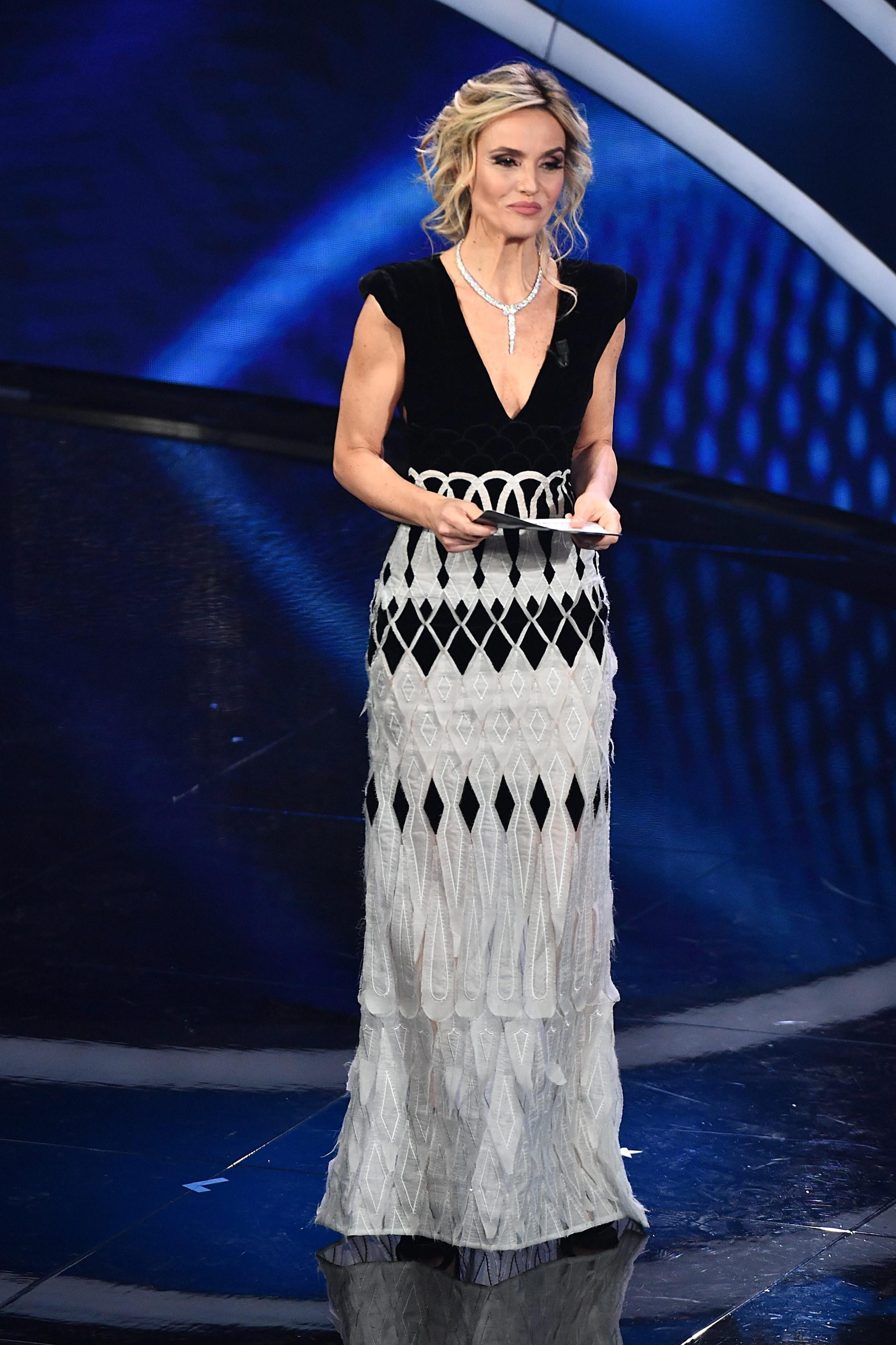 Laura Chimenti in Sylvio Giardina sul palco della seconda serata di Sanremo 2020