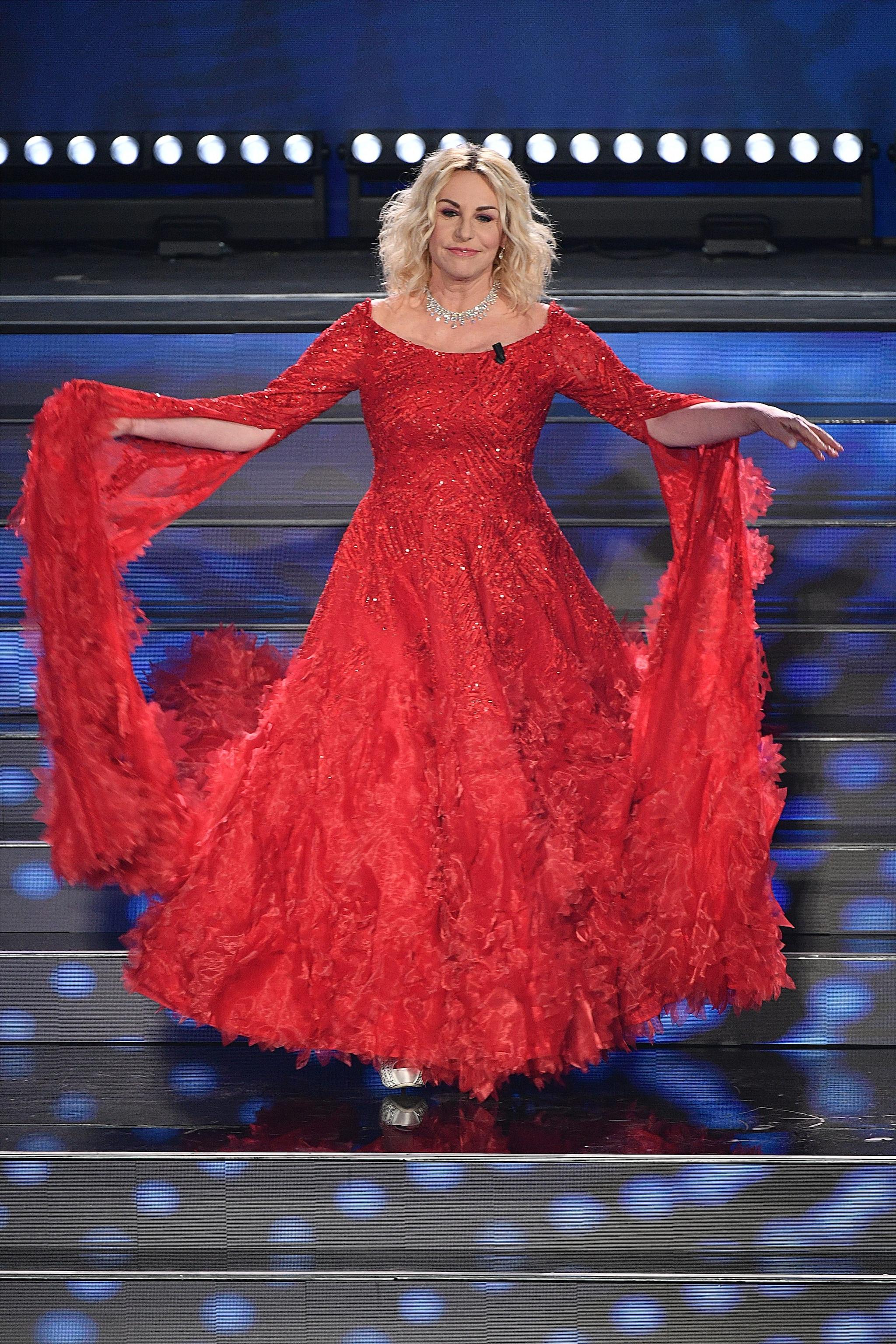 Antonella Clerici sul palco della quarta serata di Sanremo 2020