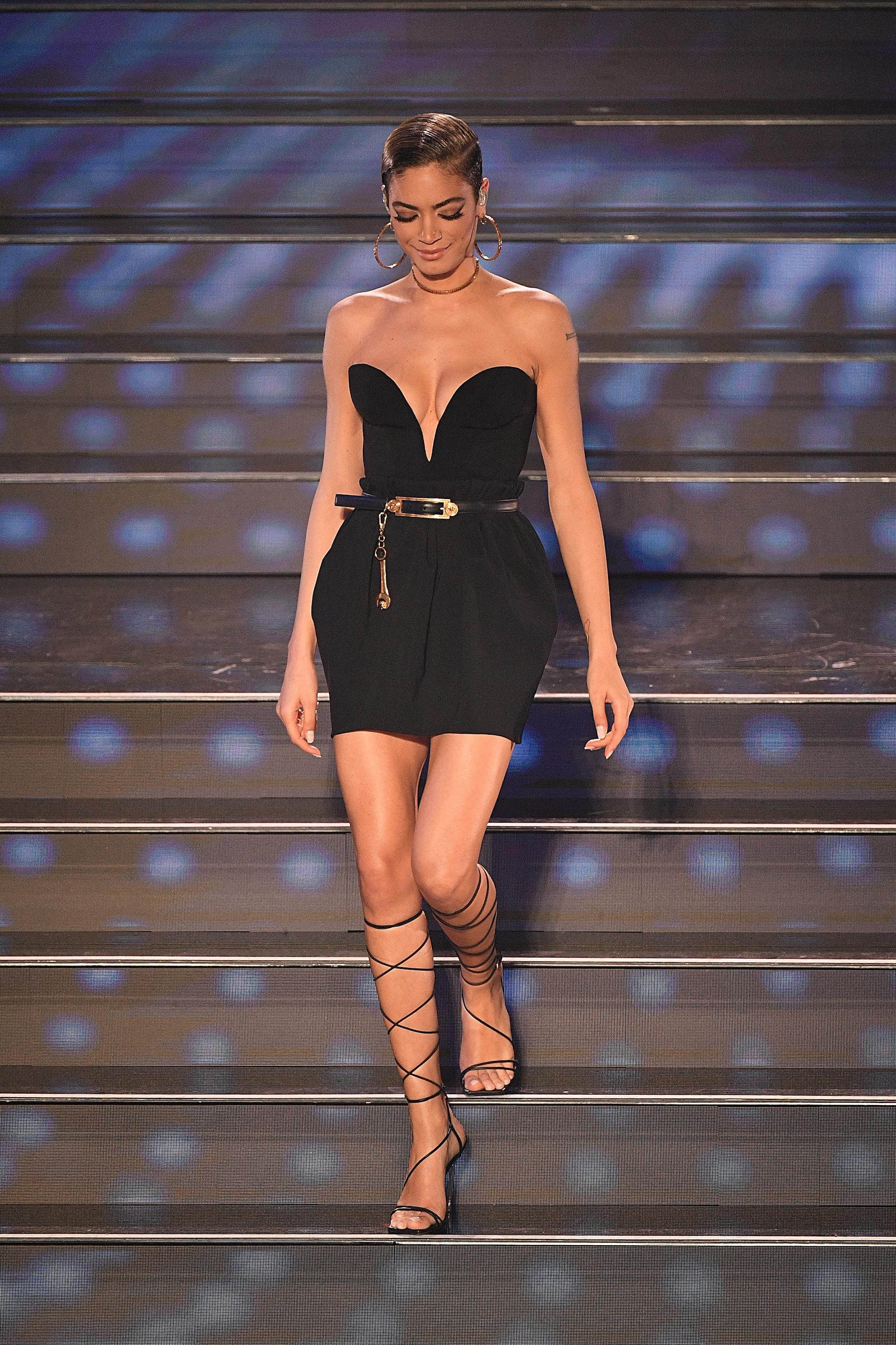 Elodie sul palco della quarta serata di Sanremo