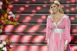 Alketa Vejsiu arriva a Sanremo e investe l'Ariston come un ciclone ricordando il sogno italiano