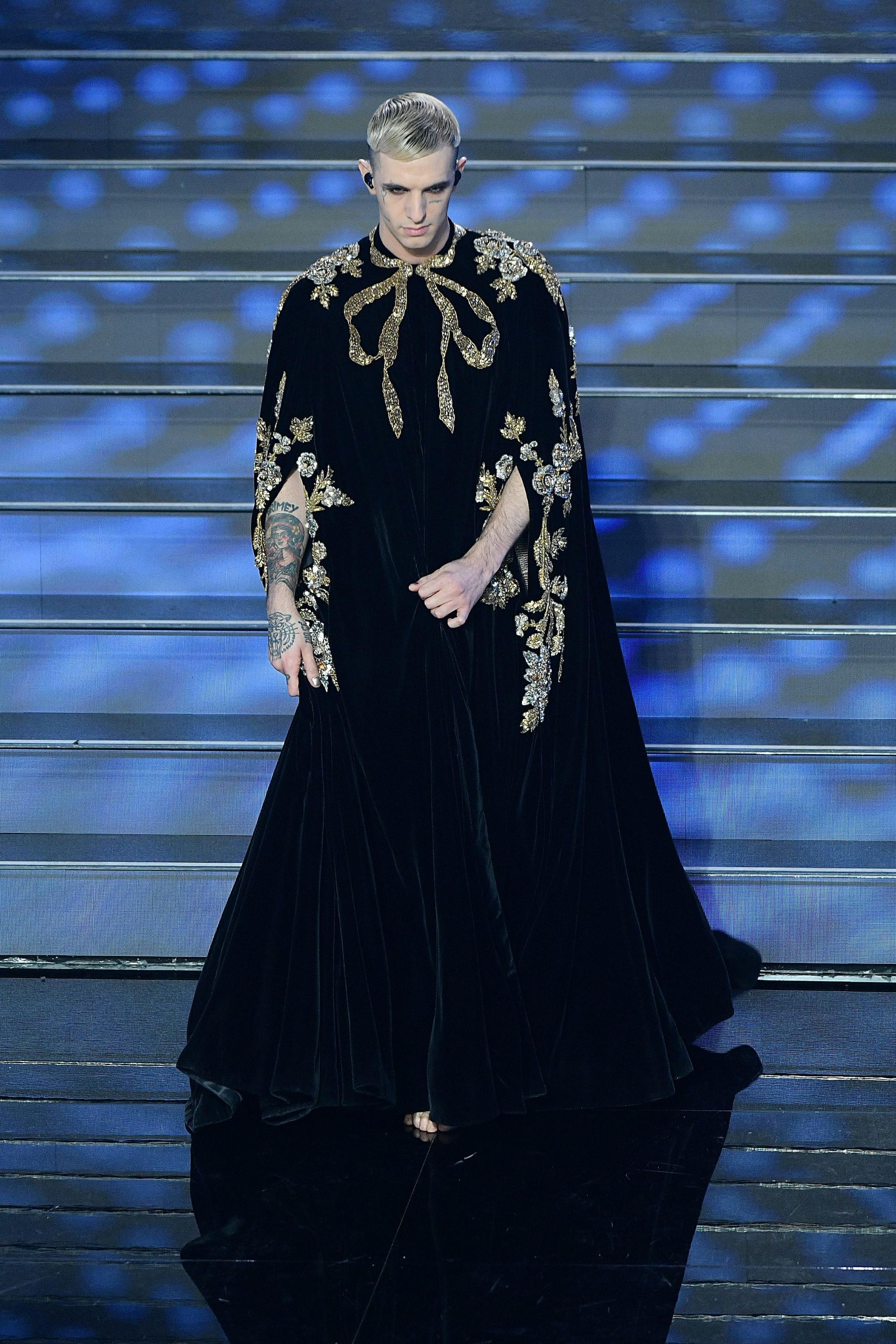 Achille Lauro nella prima serata di Sanremo in Gucci