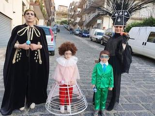 Il travestimento più originale di Carnevale? La famiglia che si trasforma in Achille Lauro a Sanremo