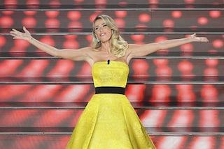 I look di Diletta Leotta, giallo oro e velluto nero sul palco di Sanremo