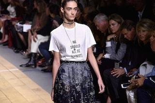 """""""Tutti dovremmo essere femministi"""". L'utopia di Dior è ancora lontana, anche nella moda"""