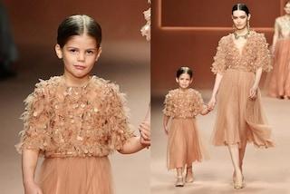 La figlia di Wanda Nara debutta in passerella, a 5 anni Francesca Icardi sfila in tulle e fiori