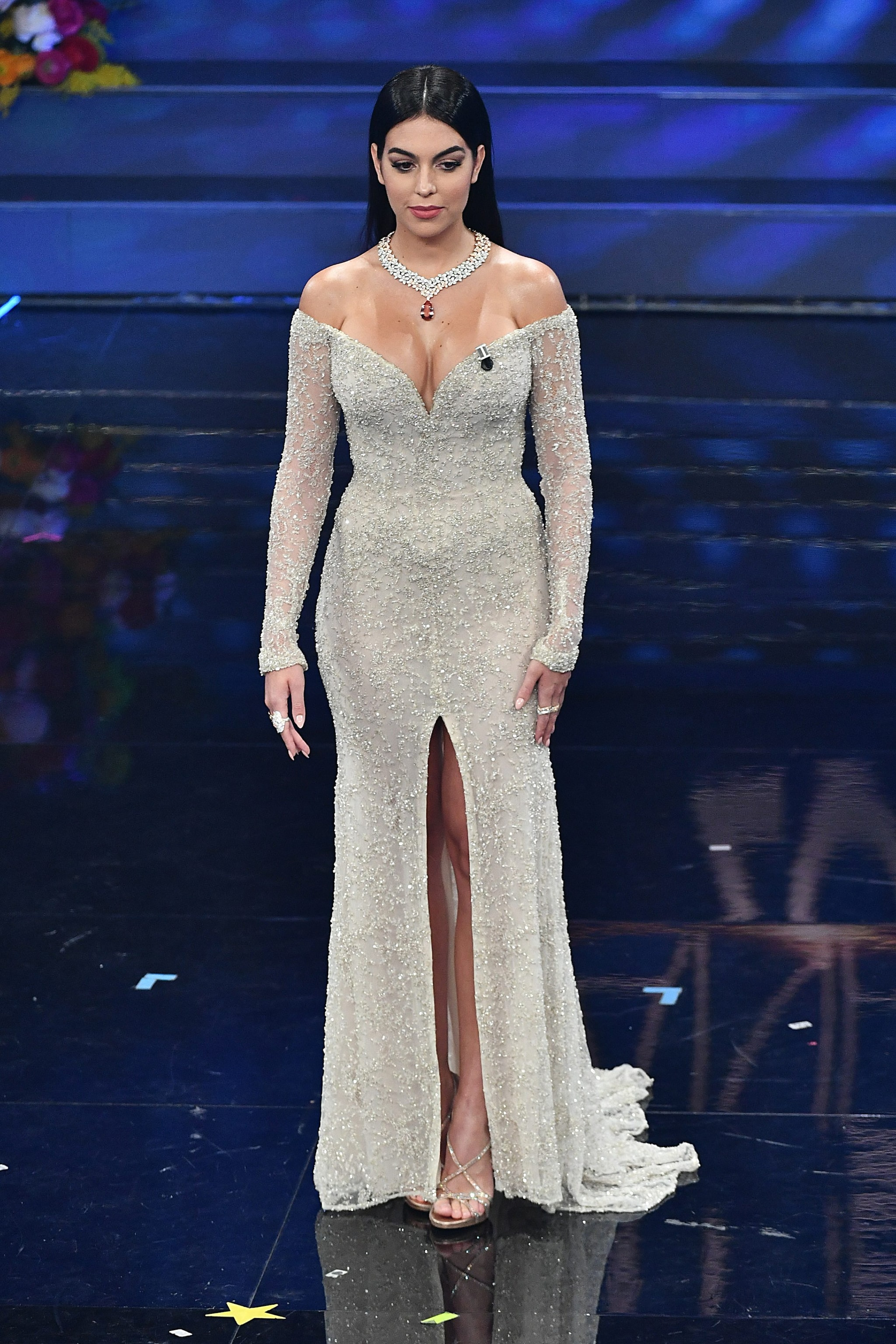 Il primo look di Georgina Rodriguez per la terza serata di Sanremo