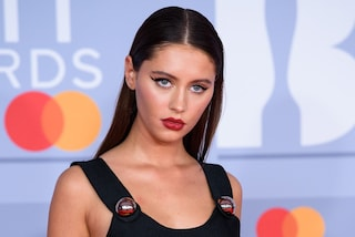 Iris, la figlia di Jude Law debutta ai Brit Awards: ha lo stesso fascino irresistibile del papà