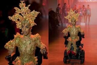 Sfila in carrozzina e illumina le passerelle newyorkesi: Jillian supera i limiti della disabilità