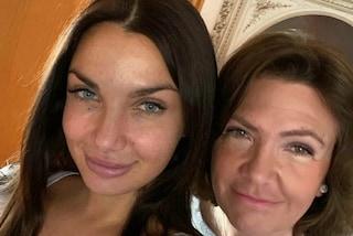 """Elettra Lamborghini presenta la mamma Luisa Peterlongo: """"Da vecchia sarò come lei, preparatevi"""""""