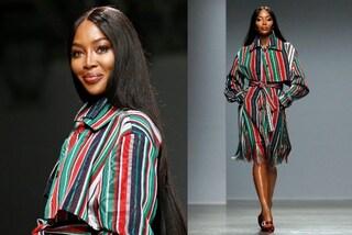 Naomi Campbell con i capelli lunghissimi: cambia look per il ritorno in passerella a Parigi