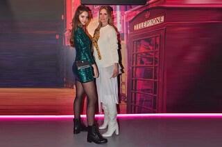 Stella Bossari in anfibi e paillettes con mamma Filippa Lagerback: sono le più trendy alle sfilate