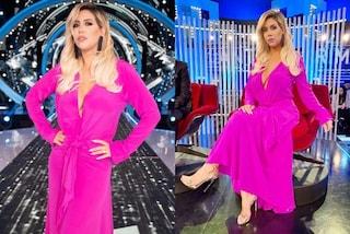 GF Vip 2020, puntata 10: Wanda Nara in fucsia ma sempre senza reggiseno, il look da quasi 2mila euro