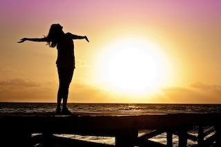I 4 benefici del sole che non tutti conoscono: fa bene alla pelle, all'organismo e anche all'umore