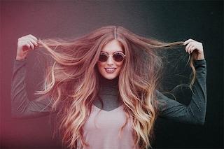 Come prendersi cura dei capelli a casa quando non puoi andare dal parrucchiere