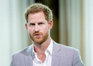 Coronavirus: Harry vuole tornare a Londra per il padre positivo, Meghan glielo impedisce