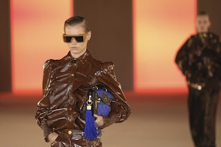 Latex, fiori e spalle a punta: 7 tendenze moda dalla sfilate Autunno/Inverno 20-21 di Parigi