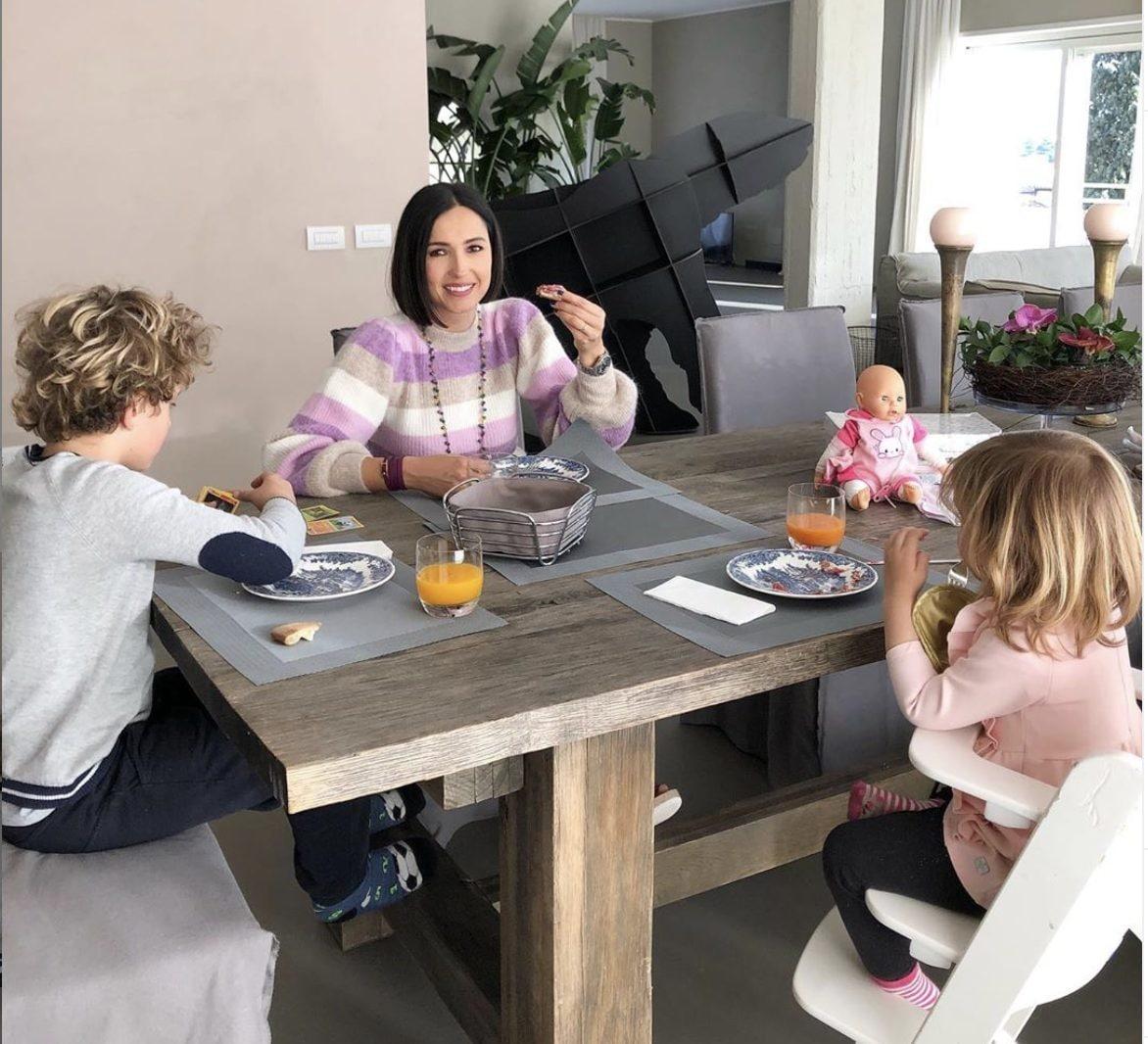 Caterina Balivo con i figli Guido Alberto e Cora