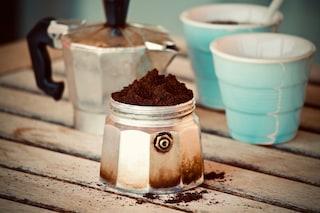 Come pulire la moka all'interno e all'esterno con rimedi naturali