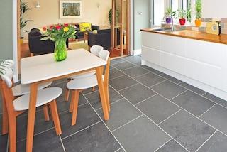 Come pulire e sbiancare le fughe dei pavimenti con o senza candeggina