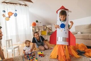I 10 giochi da fare in casa con i bambini di tutte le età, dalle costruzioni alle scatole magiche