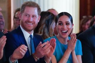 Harry e Meghan testimoni emozionati di una proposta di matrimonio a sorpesa