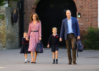 Scuole chiuse in UK, Kate Middleton veste i panni di maestra per George e Charlotte