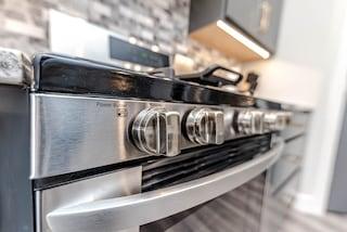 Come pulire il forno senza detersivi con rimedi naturali