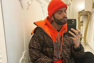 Federico Fashion Style veste griffato anche in casa: il look da quarantena vale oltre mille euro