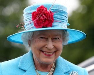 Regina Elisabetta, a quasi 94 anni è patita di tecnologia: in quarantena si dà alle videochiamate
