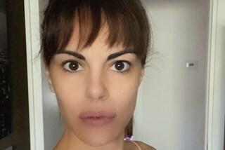 """Bianca Guaccero con la frangia in quarantena, il nuovo taglio nasconde un segreto: """"È una parrucca"""""""