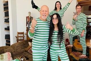 Demi Moore e Bruce Willis con i pigiami a righe: la quarantena con i figli è in coordinato