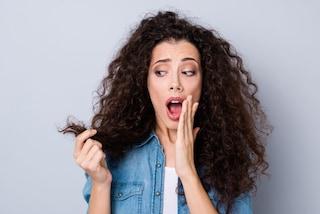 I 14 prodotti indispensabili per capelli crespi da provare