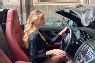 """Chiara Nasti nell'auto di lusso: """"Ogni donna ha bisogno di un asino che paghi"""", è polemica sul web"""
