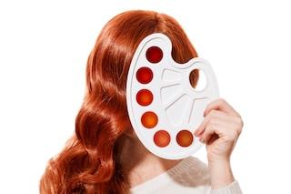 Come applicare la tinta senza pennello, le soluzioni alternative per stendere il colore sui capelli