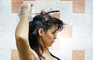 Come preparare l'henné per tingere i capelli: la guida da seguire